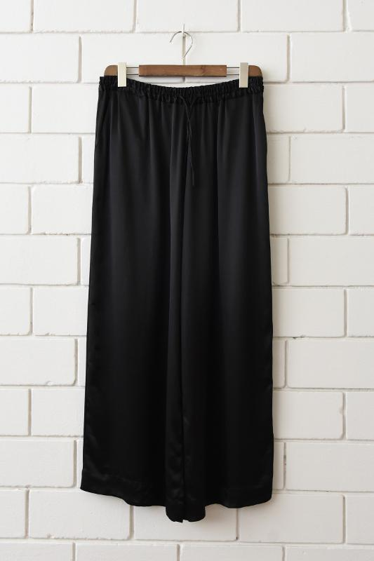 Wide-cut trousers